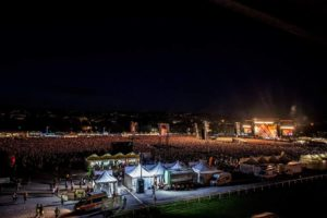 Foo Fighters Live @ Firenze Rocks 14 Giugno 2018, Foo Fighters Firenze Rocks 2018 Live Report, Foo Fighters Firenze Rocks 2018 Live Report recensione, Foo Fighters Firenze Rocks 2018 concerto, Giuseppe Naso, sickandsound, Foo Fighters Firenze Rocks 14 Giugno 2018 Dave Grohl, Foo Fighters Guns N Roses Firenze Rocks, Foo Fighters Visarno Arena Firenze Rocks 2018, Foo Fighters Live @ Firenze Rocks 14 Giugno 2018 Dave Grohl, Foo Fighters, Foo Fighters band, Foo Fighters Firenze Rocks 2018, Concrete and Gold, listen to latest album by Foo Fighters, listen to Concrete and Gold, Concrete and Gold review, Sonic Higways, broken leg tour, The Colour and the Shape, Greg Kurstin, Alternative rock, Post grunge, Garage rock, Roswell Records, Sony Music, Dave Grohl, Chris Shiflett, Pat Smear, Nate Mendel, Rami Jaffee, Taylor Hawkins, Firenze Rocks primo giorno, Run All My Life, Learn to Fly, The Pretender, The Sky Is a Neighborhood, Rope, Drum Solo, Sunday Rain, My Hero, These Days, Walk Imagine / Jump / Blitzkrieg Bop (with Band Introduction), Under Pressure (Queen cover), It's So Easy (Guns N' Roses cover) (con Axl Rose, Slash, & Duff McKagan), Monkey Wrench, Wheels, Breakout, Dirty Water, Best of You, Times Like These, This Is a Call, Everlong, Foo Fighters Firenze Rocks 14 Giugno 2018 setlist, Foo Fighters Firenze Rocks 14 Giugno 2018 scaletta