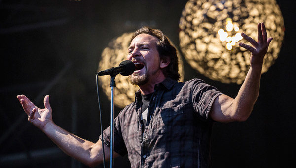 Pearl Jam Padova 24 giugno 2018 live report, Pearl Jam, Pearl Jam band, grunge, alternative rock, alternative metal, post-grunge, Eddie Vedder, Stone Gossard, Mike McCready, Jeff Ament, Matt Cameron, Ten, Vs.,Vitalogy, No Code, Yield, Binaural, Riot Act, Pearl Jam album, Backspacer, Lightning Bolt, Pearl Jam Stadio Euganeo Padova 24 giugno 2018, Pearl Jam live Padova 24 giugno 2018, Pearl Jam Padova 24 giugno 2018 live report, Pearl Jam Live Report Verona, Pearl Jam European Tour 2018, sickandsound, Andrea Ascani, live report, Peral Jam live reports 2018, Pearl Jam concert Italy, Monkeywrench Records, Republic Records, Pearl Jam Stadio Euganeo Padova 24 giugno 2018 recensione, Pearl Jam Verona recensione, Pearl Jam Verona review, Pearl Jam Verona live report, Pearl Jam Padova setlist, Pendulum, Low Light, Last Exit, Do the Evolution, Animal, Corduroy, Given to Fly, Gods' Dice, Not for You, Even Flow, Daughter, Red Mosquito, Mind, Your Manners, Down, Spin the Black Circle, Porch, Elderly Woman Behind the Counter in a Small Town, Inside Job, Once, Better Man, Black, Crazy Mary, Rearviewmirror, Smile, Alive, Baba O'Riley, Indifference